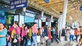 Passengers through Tan Son Nhat, Noi Bai set record high on Tet holidays