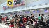 Vietnamese citizens at the Toronto airport (Photo: VNA)