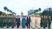 The city leaders at the City's Martyrs Cemetery (Photo: Viet Dung)
