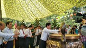 Delegates offer incense at inauguration ceremony of improvement and upgrading work of the South Vietnam's Propaganda and Training Commission's Monument