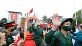 Young people set off for military service in Hanoi (Photo: VNA)
