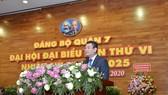 Chủ tịch UBND quận 7 Hoàng Minh Tuấn Anh phát biểu tại Đại hội Đảng bộ quận 7. Ảnh: VIỆT DŨNG