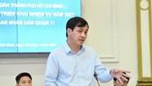 Phó Chủ tịch UBND TPHCM Lê Hòa Bình làm việc duyệt kế hoạch triển khai nhiệm vụ năm 2021 của UBND quận 11. Ảnh: VIỆT DŨNG