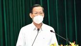 Chủ tịch UBND TPHCM Phan Văn Mãi phát biểu tại Lễ tuyên dương đoàn công tác tăng cường và tham gia phòng chống dịch Covid-19 trên địa bàn TPHCM, sáng 6-10-2021. Ảnh: VIỆT DŨNG