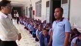 Xúc động cảnh bệnh nhân tâm thần hát ca khúc tết tặng lãnh đạo TP đến thăm