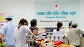 Bệnh nhân nhập viện trong đêm 30 tết tại Khoa Cấp cứu tổng hợp Bệnh viện Nhân dân 115