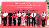 Các đại biểu thực hiện nghi thức khánh thành dự án cải tạo hệ thống điện Bệnh viện Quân y 175
