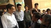 Phó Thủ tướng Vũ Đức Đam thăm hỏi bệnh nhân đang điều trị tại Bệnh viện Đại học Y dược TPHCM