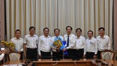 Phó Chủ tịch thường trực UBND TPHCM Lê Thanh Liêm trao quyết định bổ nhiệm Phó Giám đốc Sở Y tế cho bác sĩ Nguyễn Hoài Nam
