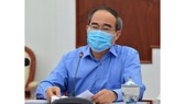 Đồng chí Nguyễn Thiện Nhân, Ủy viên Bộ Chính trị, Bí thư Thành ủy TPHCM, phát biểu chỉ đạo tại buổi giao ban trực tuyến về tình hình phòng, chống dịch Covid-19, chiều 15-4. Ảnh: VIỆT DŨNG