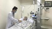 Hiện bệnh nhân đã tỉnh, thở máy nhưng bác sĩ không nói trước được tiên lượng