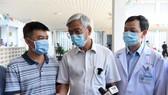 Phó Chủ tịch UBND TPHCM Võ Văn Hoan động viên các y bác sĩ trước khi lên đường nhận nhiệm vụ