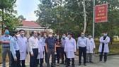 Thứ trưởng Bộ Y tế Nguyễn Trường Sơn thăm hỏi động viên đội ngũ y bác sĩ Bệnh viện Bệnh lý hô hấp cấp tính Củ Chi