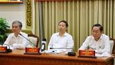 Phó Chủ tịch UBND TPHCM Dương Anh Đức và Ngô Minh Châu chủ trì cuộc họp điểm cầu TPHCM. Ảnh: TTBC 