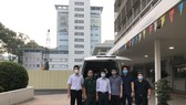 Các thành viên Đội phản ứng nhanh Bệnh viện Chợ Rẫy lên đường hỗ trợ Kiên Giang vào sáng 8-5