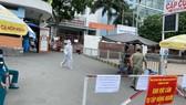 Bệnh viện quận Tân Phú bị phong tỏa. Ảnh: CAO THĂNG