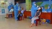 Người dân phường 3, quận Tân Bình lấy mẫu xét nghiệm