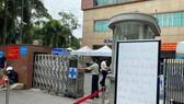 Bệnh viện Đại học Y dược TPHCM đã ngưng tiếp nhận bệnh nhân và phong tỏa Khoa nội thần kinh từ sáng 16-6. Ảnh: CAO THĂNG