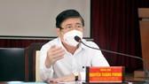 Chủ tịch UBND TPHCM Nguyễn Thành Phong làm việc với UBND huyện Hóc Môn. Ảnh: CAO THĂNG