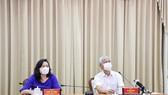 Đồng chí Phan Thị Thắng, Phó Chủ tịch UBND TP (bên trái) trong một cuộc họp phòng chống dịch