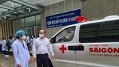 Bác sĩ Hồ Hải Trường Giang, Giám đốc Bệnh viện An Bình nhận xe cấp cứu từ nhà tài trợ trao tặng