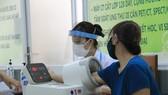 Người bệnh không mắc Covid-19 khám chữa bệnh tại một cơ sở y tế trên đại bàn TPHCM