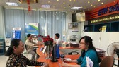 Ngày đầu tiên đi làm sau kỳ nghỉ Tết Canh Tý: Nhiều người dân, khách hàng sử dụng dịch vụ trực tuyến