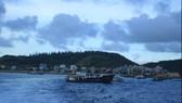 Hoạt động tàu thuyên và cuộc sống ngư dân lý sơn cần xăng dầu