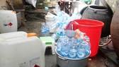 Phát hiện cơ sở sản xuất giấm ăn bằng axít và nước lã ở Quảng Ngãi