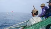 Tàu cá ứng phó bão trên biển: Sống sót nhờ neo tàu trên vùng nước cạn ở quần đảo Hoàng Sa