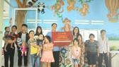 """Tập đoàn Nguyễn Hoàng mang """"Quà tặng yêu thương"""" đến trẻ em mồ côi và người già neo đơn"""