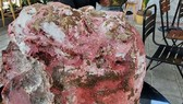 Một ngư dân tìm được khối đá lạ nặng 14kg nghi long diên hương