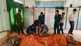 Bộ Tư lệnh Vùng Cảnh sát biển 2 tặng phao bè cứu sinh cho vùng lũ tỉnh Quảng Ngãi