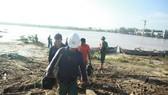 Quảng Ngãi: Cảnh cáo các nhà thầu để xảy ra sự cố công nhân mắc kẹt giữa sông Trà Khúc bão số 9