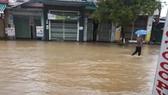 Quảng Ngãi nhiều nơi ngập trong nước do lũ trên sông dâng cao