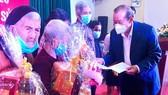 Phó Thủ tướng Trương Hòa Bình thăm và tặng quà tết tại Quảng Ngãi
