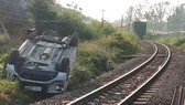 Ô tô va chạm tàu hỏa khiến 1 người chết, 2 người bị thương
