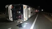 Quảng Ngãi: Lật xe chở công nhân, 5 người bị thương