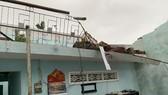 Quảng Ngãi: Lốc xoáy làm nhà dân ven biển bị tốc mái