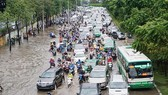 Nguyen Huu Canh road is considered waterlogged, not flooded (photo SGGP)