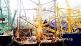 Tàu vỏ thép ở Bình Định bị hư hỏng, nằm bờ trong khi sổ đỏ của chủ tàu bị ngân hàng giữ