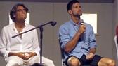 Pepe Imaz (trái) và Novak Djokovic trong một buổi nói chuyện mang tính tâm linh và huyền bí.