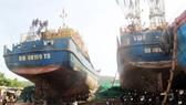 Số tàu hư hỏng, kém chất lượng kéo về khắc phục tại cảng Tam Quan, Hoài Nhơn, Bình Định