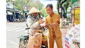 Tấm lòng sẻ chia với người nghèo