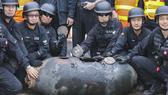 Tháo gỡ thành công quả bom 450 kg ở Hồng Kông