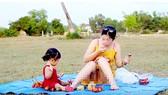 Những clip phản cảm giả danh hướng dẫn nuôi dạy con