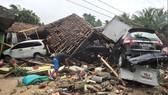 Sóng thần bất ngờ xảy ra ở Indonesia, gần 1.000 người thương vong