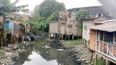 Một đoạn của rạch Xuyên Tâm, quận Bình Thạnh. Ảnh: THANH HẢI