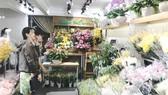 Hoa kiểng, trái cây ngoại độc, lạ phục vụ tết