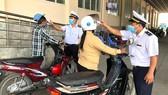 Các cửa khẩu Hoa Lư, Mộc Bài, Lao Bảo: Kiểm soát chặt hành khách qua lại
